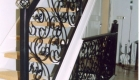 traphekwerk opgebouwd uit krullen